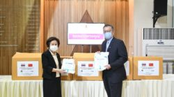President Woon presents a donation of PPE and N95 Masks to Thammasat Hospital, made possible by Deep Rock Company of Shenzhen